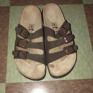 Betula Florida brown three strap sandal 10 8